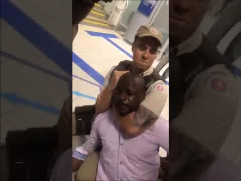 95fa916019 Um homem alega ser vítima de racismo por parte de um gerente da agência  Caixa Econômica
